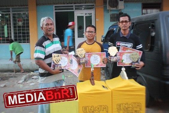 63 BC Cirebon dibawah komando H. Cecep (kiri) borong juara di cucak Ijo, berkat aksi Rojak milik Mr. Pepeng cetak double winner