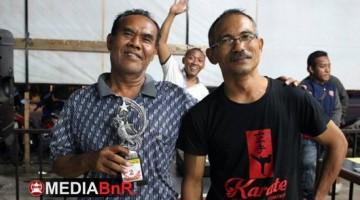 Abah Bandi (kiri) dan Pak De  Suparmin