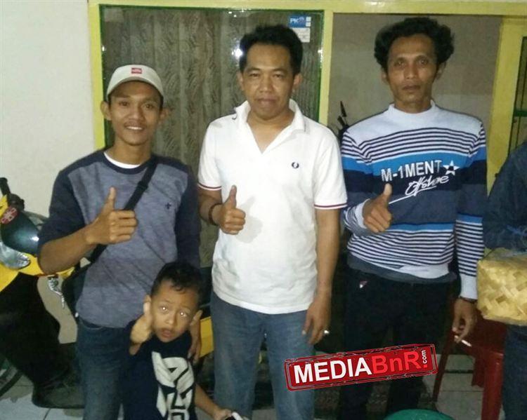 Abas F Basuni bersama Jana Cigir usai memboyong anakan Tanjung di Bandung.