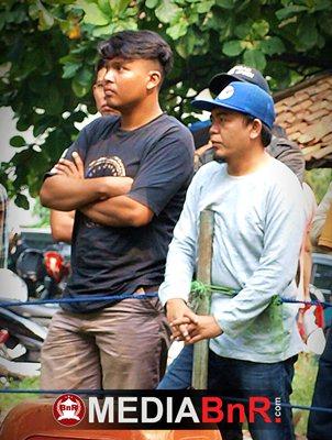 Aep Mulyana (bertopi) Murai Hasil Ternakan Sendiri Kerap Juara