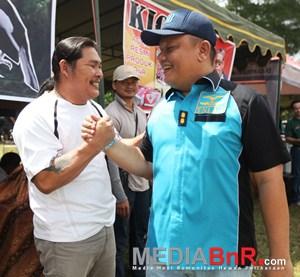 Andy Tatto Jabar Tangan dengan Danlanud (Foto: Ikrom/MediaBnR.Com)