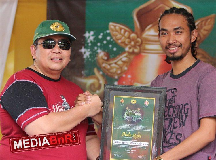 Aris Mojokerto, Terima Penghargaan & Kibarkan Duta Sien Ronny