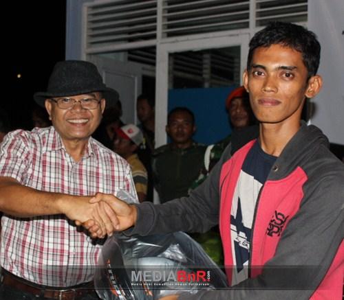 Asnadi Peraih Door Prize Utama 1 Unit Motor