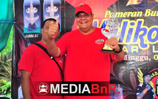 Bung Ari Sri Bintang tersenyum bangga saat Bento berhasil cetak Double Winner