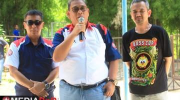 Bang Boy Memberi Sambutan didampingi Bp Agus dan Bp Wahyu