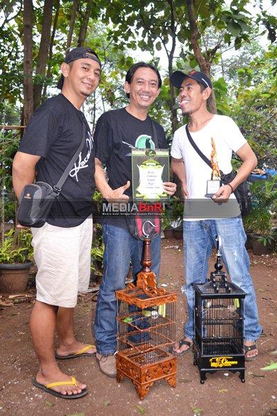 Benk Giarto Bersama Keren Ibenk merayakan kemenangan Gumarang dan Banana