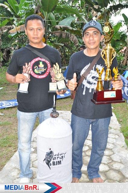 Bob Senank (kanan) Dan Hendra  Sukses Dikelas Love Bird