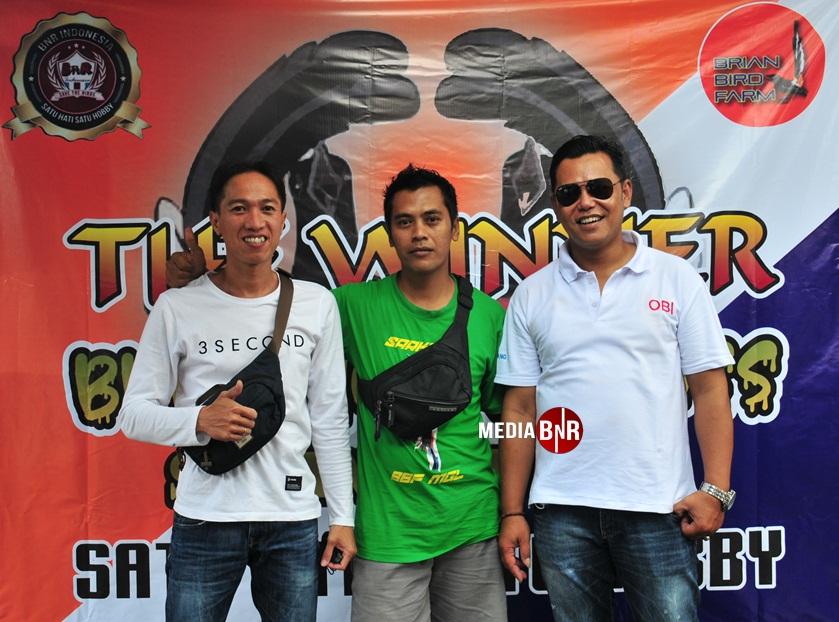 Brian (tengah ) Owner BBF selaku yang puya hajat bersama pengurus BnR Magelang