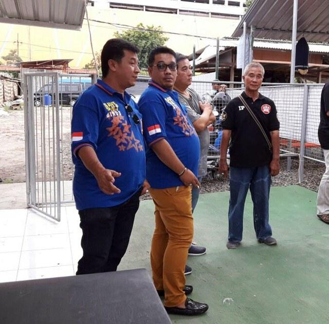 Budi Robot bersama Andhika di lapangan BnR Surabaya