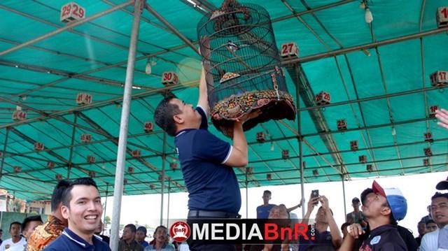 Bupati Cup Pesawaran II resmi dibuka setelah Bapak Bupati menggantang pertama tanda lomba siap dihelat