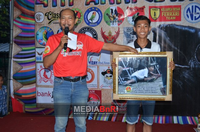 Crewa Dewa 99 memberikan  Penghargaan untuk Spontanitas gaya pada Crew Gokil di event Dewa 99 sebelumnya
