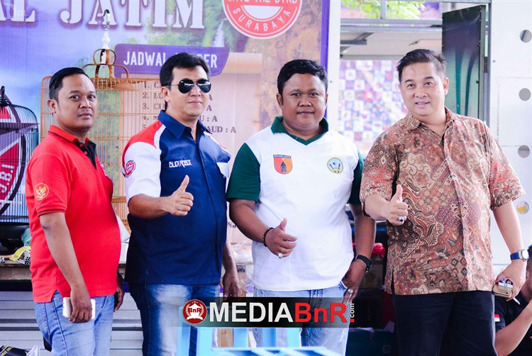 Dihadiri Sutiono (ketua BnR Surabaya) kanan
