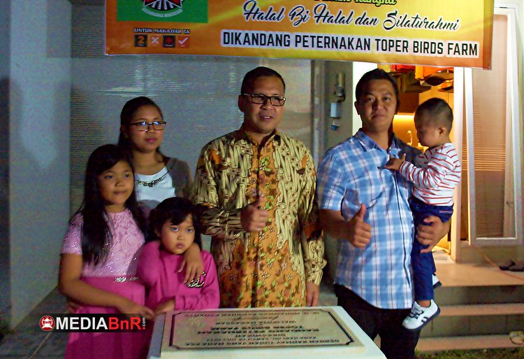 Edi Dermawan dan Keluarga Bergambar Bersama Walikota Makassar