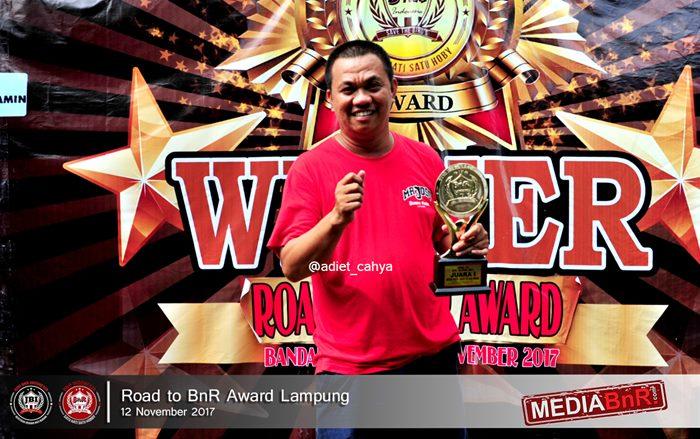 Emank Chikun photo dipodium juara setelah MB Chikun berhasil meraih double winner
