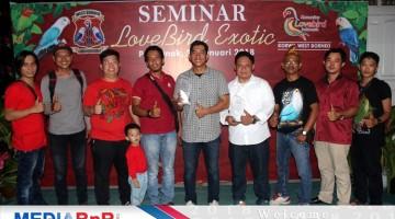 Foto Bersama Panitia dan Pembicara  Seminar Love Bird Exotic Kalimantan Barat