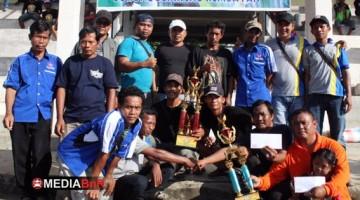 Foto bersama saat penyerahan Trophy  Juara Umum BC dan SF