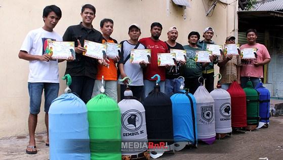 Oakley Tampil Perdana – Gembul BC Borong Juara