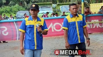 H. Amat Sukri (kiri) Komandan  Latpres Senin Tomput Jaya