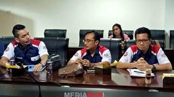 H. Mansur (tengah) Bersama M. Kadafi dan Erlangga