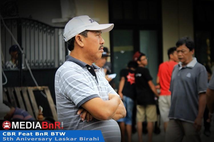 H. Sukarto memantau amunisinya