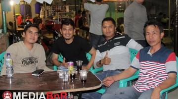 H.Hafid DBE (kiri) kawal gelaran malam