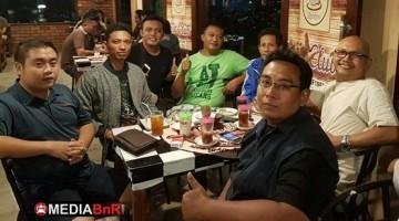Hendra (Sinyo Air Club) Ketua BnR Madiun Paling Kiri Bersama Pengurus BnR Madiun