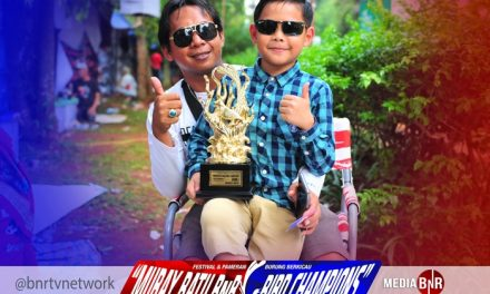 Famous: Perdana Nyebrang Pulau, Pulang Bawa Trophy Champions