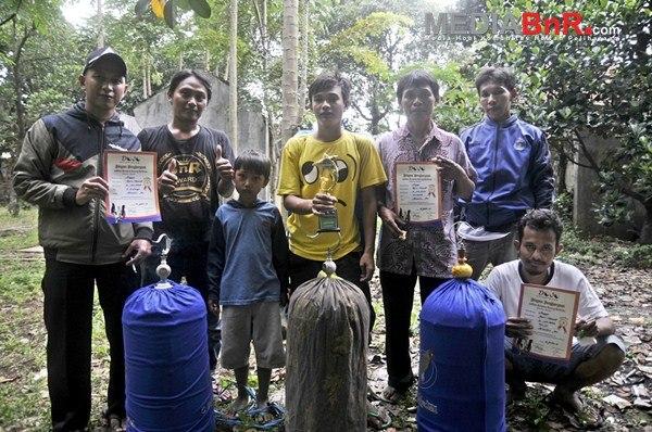 Heri DMD Babakan sukses mengawal Anggi Lovebird  Prospeknya (Foto: Arie/MediaBnR.Com)