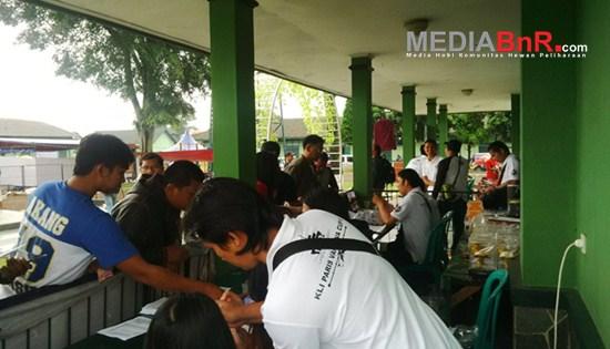 Galeri Suasana Kesibukan Tempat Tiketing KLI Paris Van Java Cup II