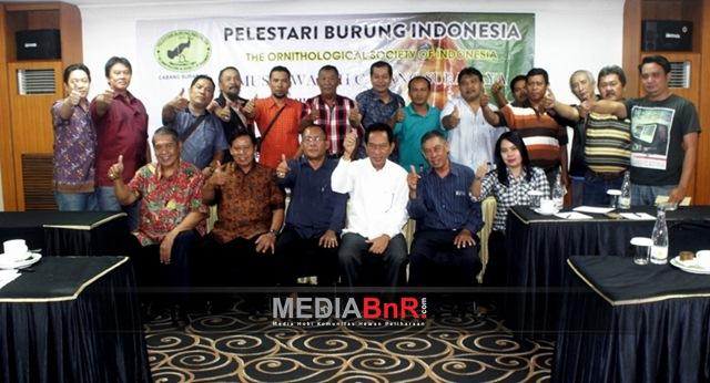 Jajaran anggota PBI Surabaya pose bareng usai Heri Sugihono terpilih memimpin untuk kedua kalinya
