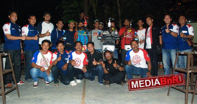 Jawara BOB Lovebird foto bareng panitia dan pengurus BnR sidoarjo serta JBI