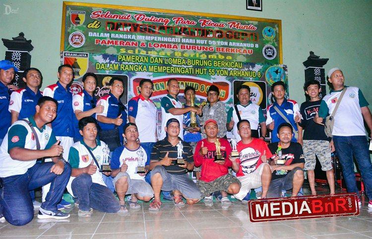 Juara Umum BC (PBC Creme Gresik) bersama Panitia dan BnR Indonesia