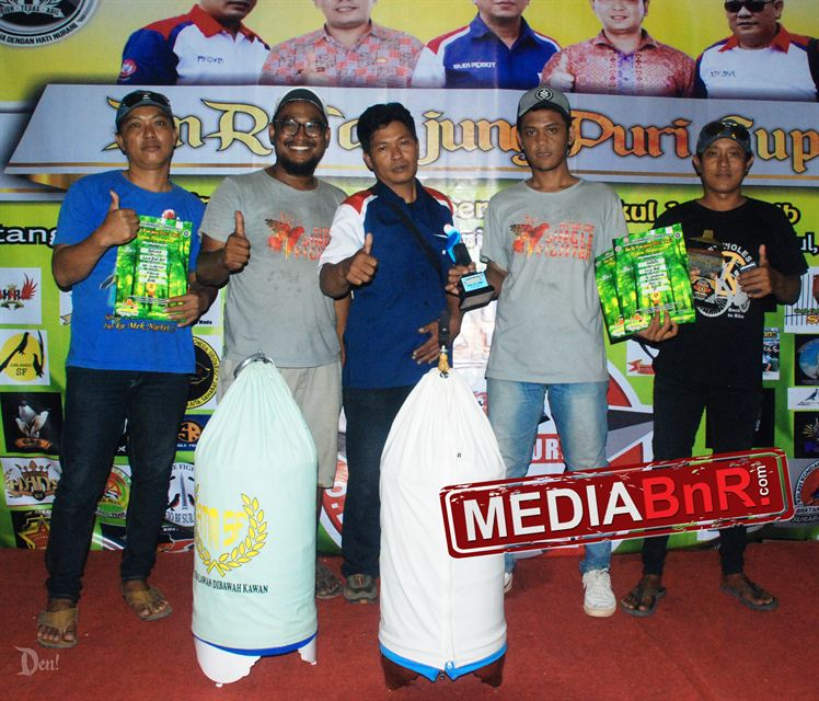 KH, Sukarno dan tim ATM Sf sukses dengan lovebird Bekleed hingga kelas BOB lovebird diposisi dua