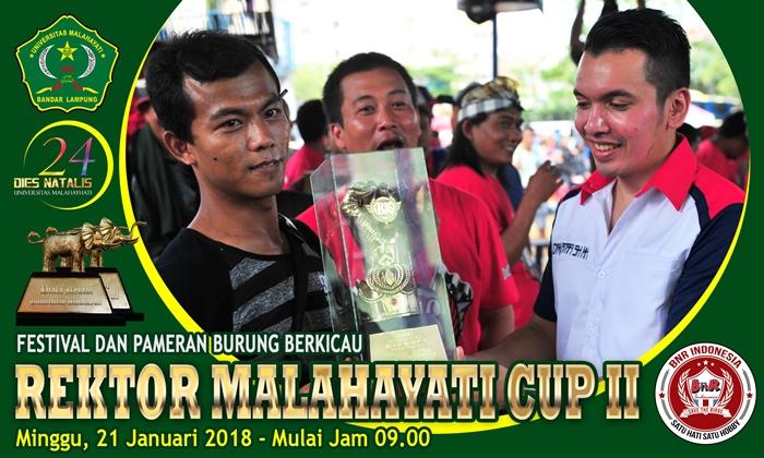 Kadafi menyerahkan trophy pada gelaran B16 Cup Tangerang