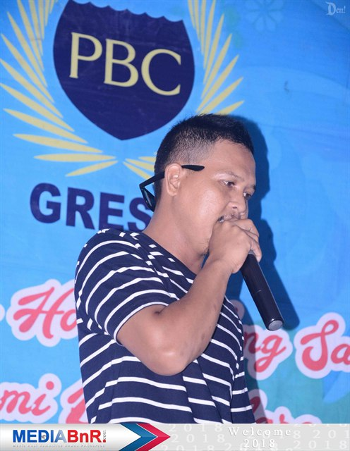 Kaji Cemeng Bernyanyi