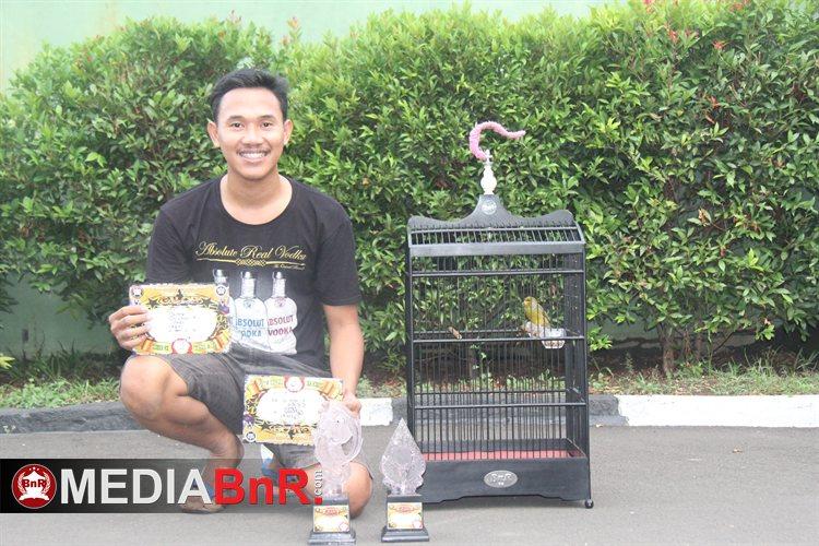 Kenari Karyo milik Okky moncer meraih juara 2 dan 3