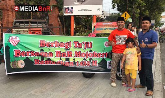 Berbagi Ta'jil Bersama BnR Mojokerto Ramadhan 1438 H