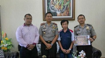 Ketua BnR Tuban Fredy Jaya (dua dari kanan) saat bertemu dengan Kapolres Tuban AKBP Fadly Samad, SH, SIK, MH (dua dari kiri)