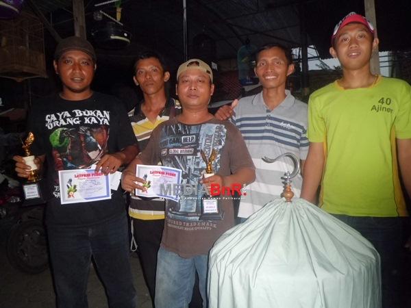 Trophy Idaman Kicaumania Akar Rumput