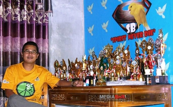 Koleksi Piala Hasil Prestasi Produk Sendiri
