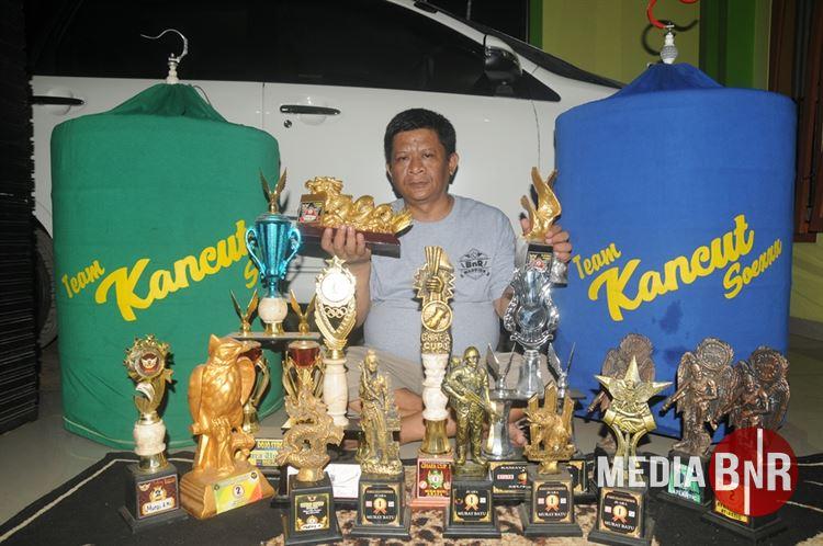 Koleksi Trophy yang dihasilkan dari indukan juaranya