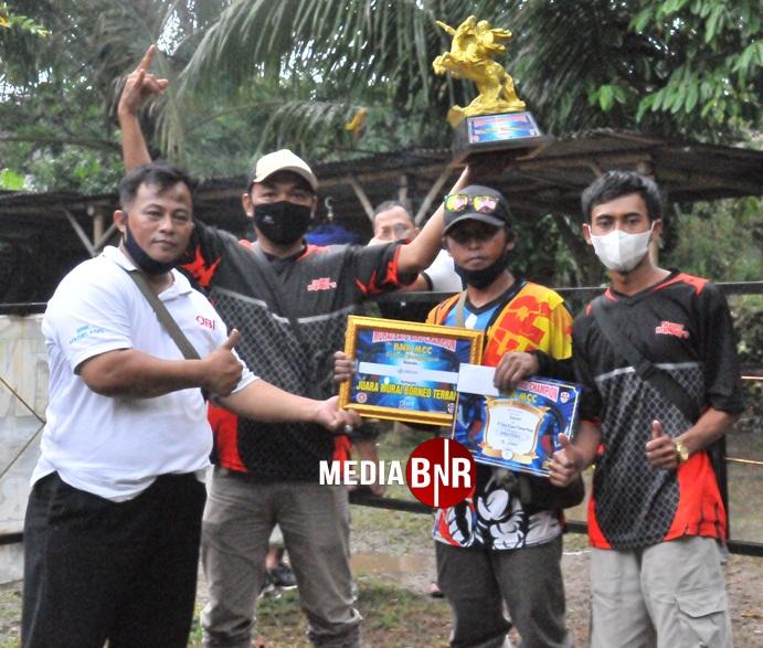Komunitas Muraibatu Borneo dari Salatiga mendapat penghargaan Murai terbaik