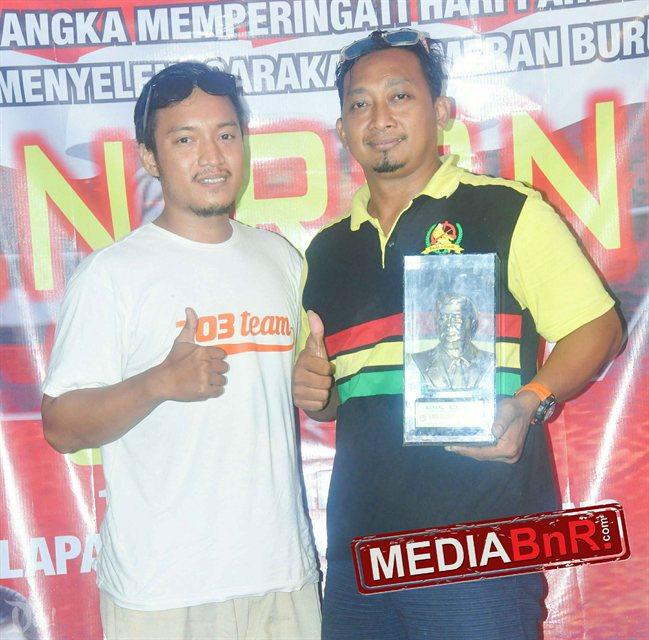 Mr, Cristy Black Bali dan tim terima tropi penghargaan dari Sien Ronny Cup 120171115_121031