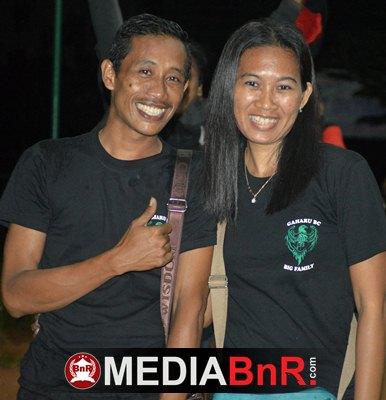 Mr. Trie Ketua Gaharu BC Bersama Istri Berpose Usai Gelaran