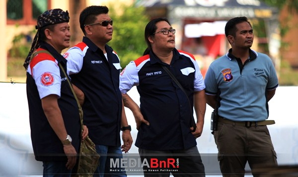 Mr. Yayang, Kapolres Kobar.AKBP. Heska, Mr.Andy Tato &  AKP.Aries