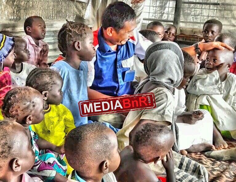 Om Bhayu bersama anak-anak Rep. South Sudan