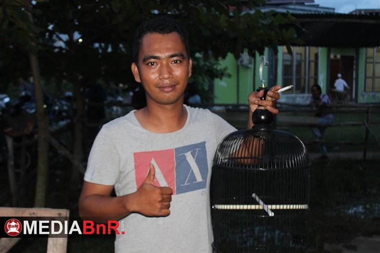 Pecut milik Duta BnR Award  Memimpin