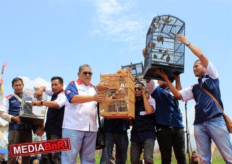 Pelepasan burung ke alam liar bersama BnR Indonesia