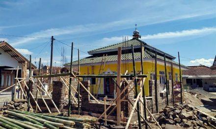 Kicau Mania Bangun Majelis Taklim di Lembang