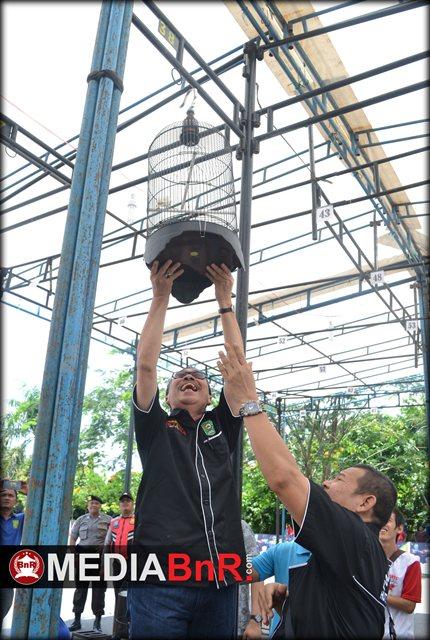 Penggantungan Pertama Oleh Bupati Siak Bapak Drs. H. Syamsuar M.Si